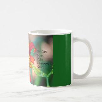 OmのゴムShrim Maha Lakshmiyei Swaha コーヒーマグカップ