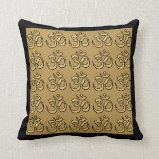 Omの黙想のヨガの金ゴールドの枕 クッション