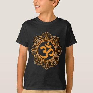 Om -オーム-オウムの記号 tシャツ