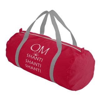 OM Shantiヨガか白い文字デザイン ジムバッグ