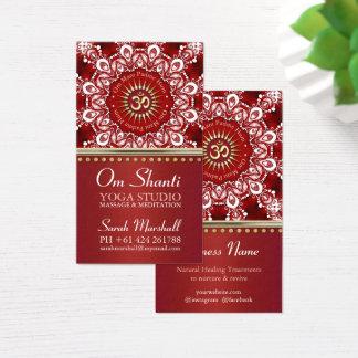 Om Shanti治療の赤く白い曼荼羅のヨガビジネス 名刺