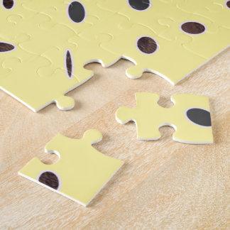 Omniはエレガントな浅い黄色の黒いパターンDOTS08に点を打ちます ジグソーパズル