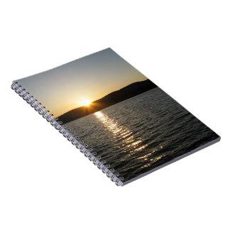Onota湖の日没: 横 ノートブック