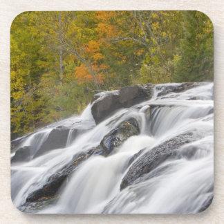 Ontonagonの中間のフォークのとらわれの滝 コースター