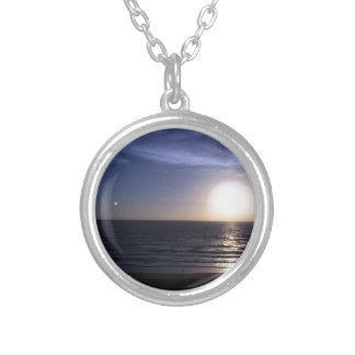 Ormondのビーチの日の出 シルバープレートネックレス
