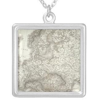 Orographのユーロパ-ヨーロッパの物理的な地図 シルバープレートネックレス