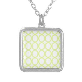O'sのライムグリーンそして白いしぶき シルバープレートネックレス