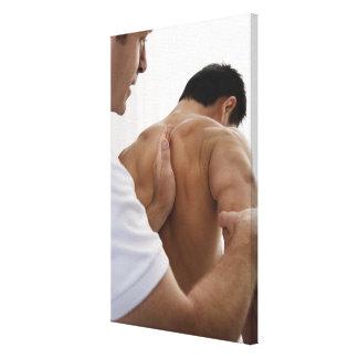 osteopathicトリートメントを受け取っている患者 キャンバスプリント