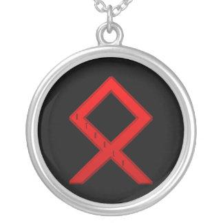 OthalaのRuneの赤 シルバープレートネックレス