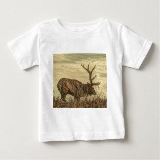 outdoorsmanの荒野の野性生物の素朴なBullのオオシカ ベビーTシャツ