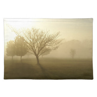 Ozarksの霧深い金朝の日の出 ランチョンマット