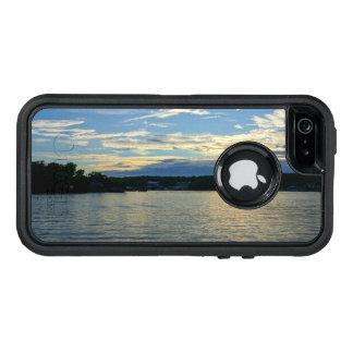 Ozarksの青の日没の湖 オッターボックスディフェンダーiPhoneケース