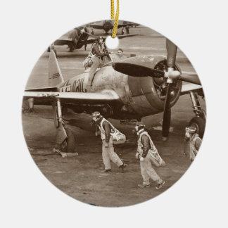 P-47落雷で訓練している戦闘機のパイロット セラミックオーナメント
