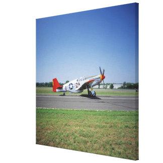P-51 C TuskegeeのCAFの空気の赤い尾飛行機 キャンバスプリント