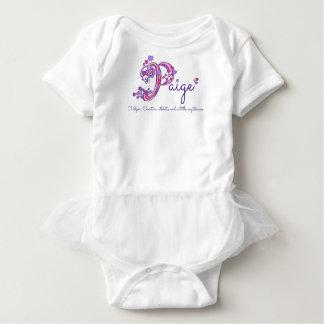 Paige Pのモノグラムの名前の意味ハートの女の赤ちゃん ベビーボディスーツ