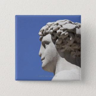Palazzo Vecchioの外の腐食させた彫像 5.1cm 正方形バッジ
