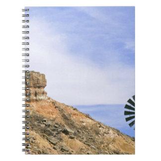 PaloのDuroのNA、米国、テキサス州の風車および崖 ノートブック