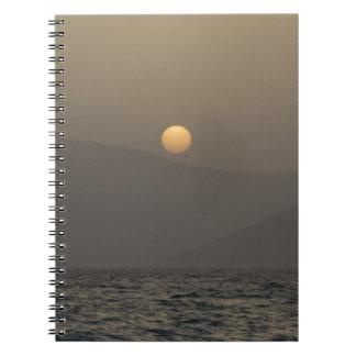 Parosの島山上の日没 ノートブック