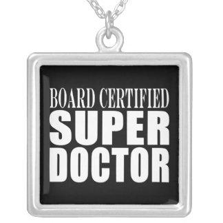 Parties博士: 板によって証明されるすごい医者 シルバープレートネックレス
