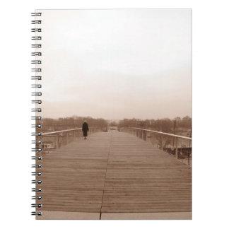 Passerelleシモーヌ・ド・ボーヴォワール(パリ) B&Wのノート ノートブック