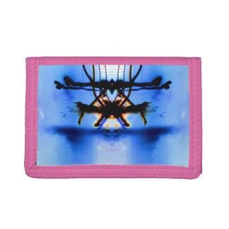 Pedastalの財布のピンクの三重ハート