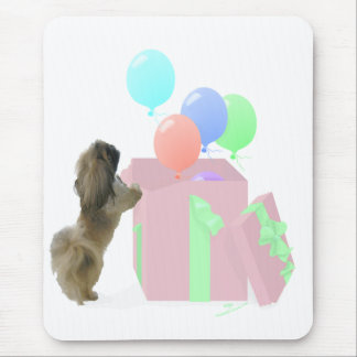 Pekingeseのお祝いの気球 マウスパッド