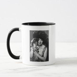 Pekingeseの20年代の女性 マグカップ
