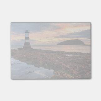 Penmonの灯台日の出|のツノメドリの島 ポストイット
