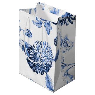Periwinkle Blue Vintage Botanical Floral Toile ミディアムペーパーバッグ