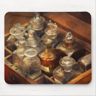Pharmacy - The traveling case マウスパッド