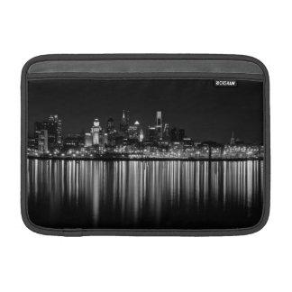 Philly夜b/w MacBook スリーブ