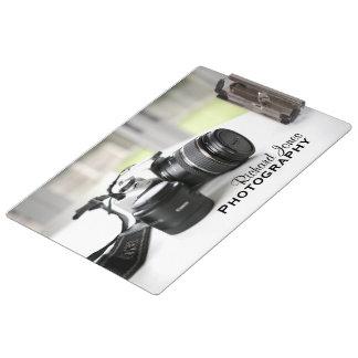 Photagraphyのカメラマンのカメラレンズ クリップボード