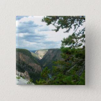 photogrphyイエローストーンショーは滝、木に水をまきます。 5.1cm 正方形バッジ