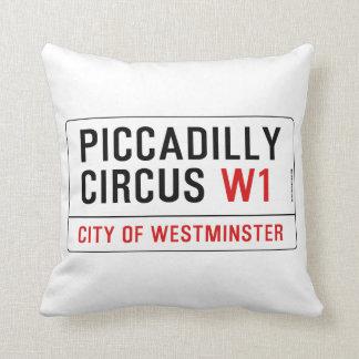 Piccadillyのサーカスの道路標識 クッション