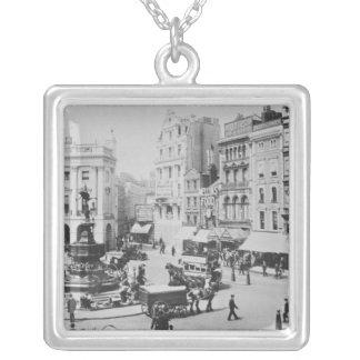 Piccadillyのサーカス、c. 1900年の眺め シルバープレートネックレス