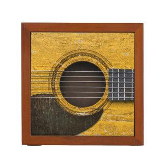 Pickguardの老化させ、擦り切れたで古いアコースティックギター ペンスタンド