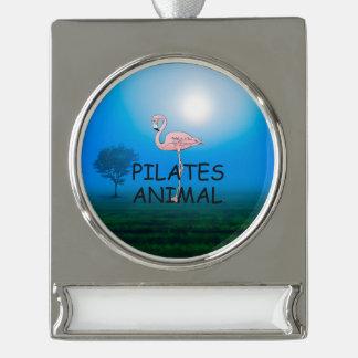 Pilates上の動物 シルバープレートバナーオーナメント