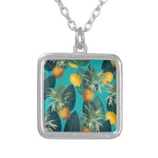 pineapleおよびレモンティール(緑がかった色) シルバープレートネックレス