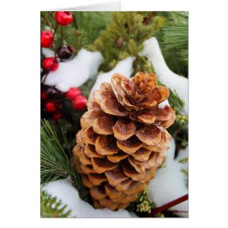 Pineconeおよび雪が付いているクリスマスカード カード