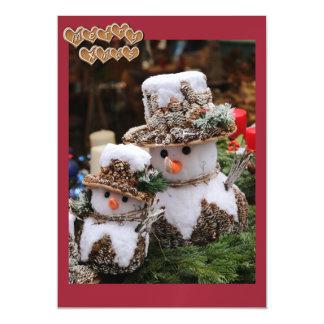 Pineconeの帽子を身に着けている雪だるま マグネットカード