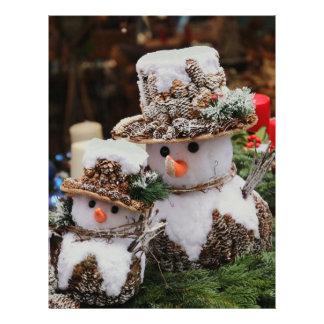Pineconeの帽子を身に着けている雪だるま レターヘッド