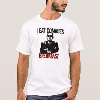 Pinochet -私は朝食のためのCommiesを食べます Tシャツ