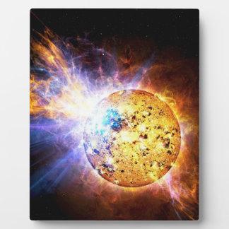 Pipsqueakの星は巨大な火炎信号NASAを自由にします フォトプラーク