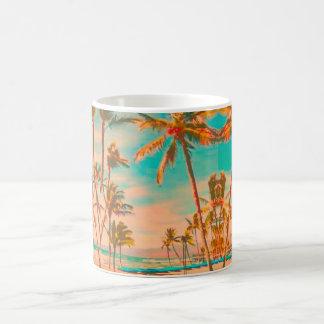 PixDezinesのヴィンテージのハワイのビーチかティール(緑がかった色) コーヒーマグカップ