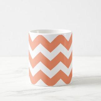 PixDezines DIY色か珊瑚またはAdj.シェブロンPattern コーヒーマグカップ