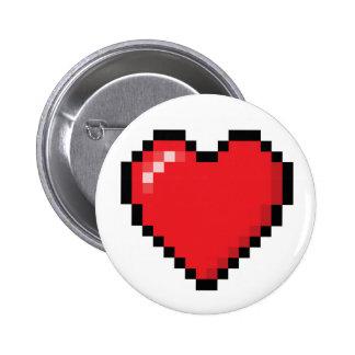 Pixelatedの赤いビデオゲームのハート 5.7cm 丸型バッジ