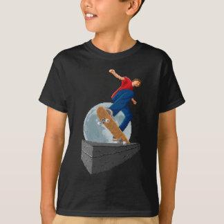 pixelated月のスケート選手 tシャツ