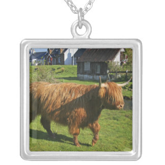 Plockton、スコットランド。 毛深いCoooo (牛)のすること シルバープレートネックレス