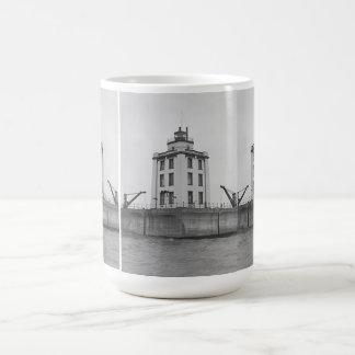 Poe礁の灯台 コーヒーマグカップ