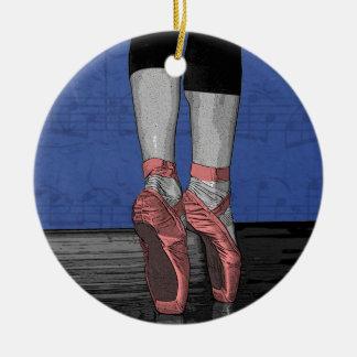 Pointeのピンクの靴のバレリーナ セラミックオーナメント